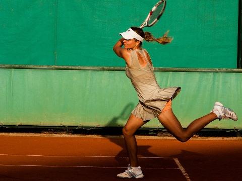 Shoulder injuries in tennis players